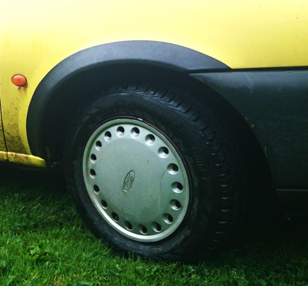 Plastové lemy blatníku Ford Fiesta, Mazda 121. 1996-2001 3 dveřová