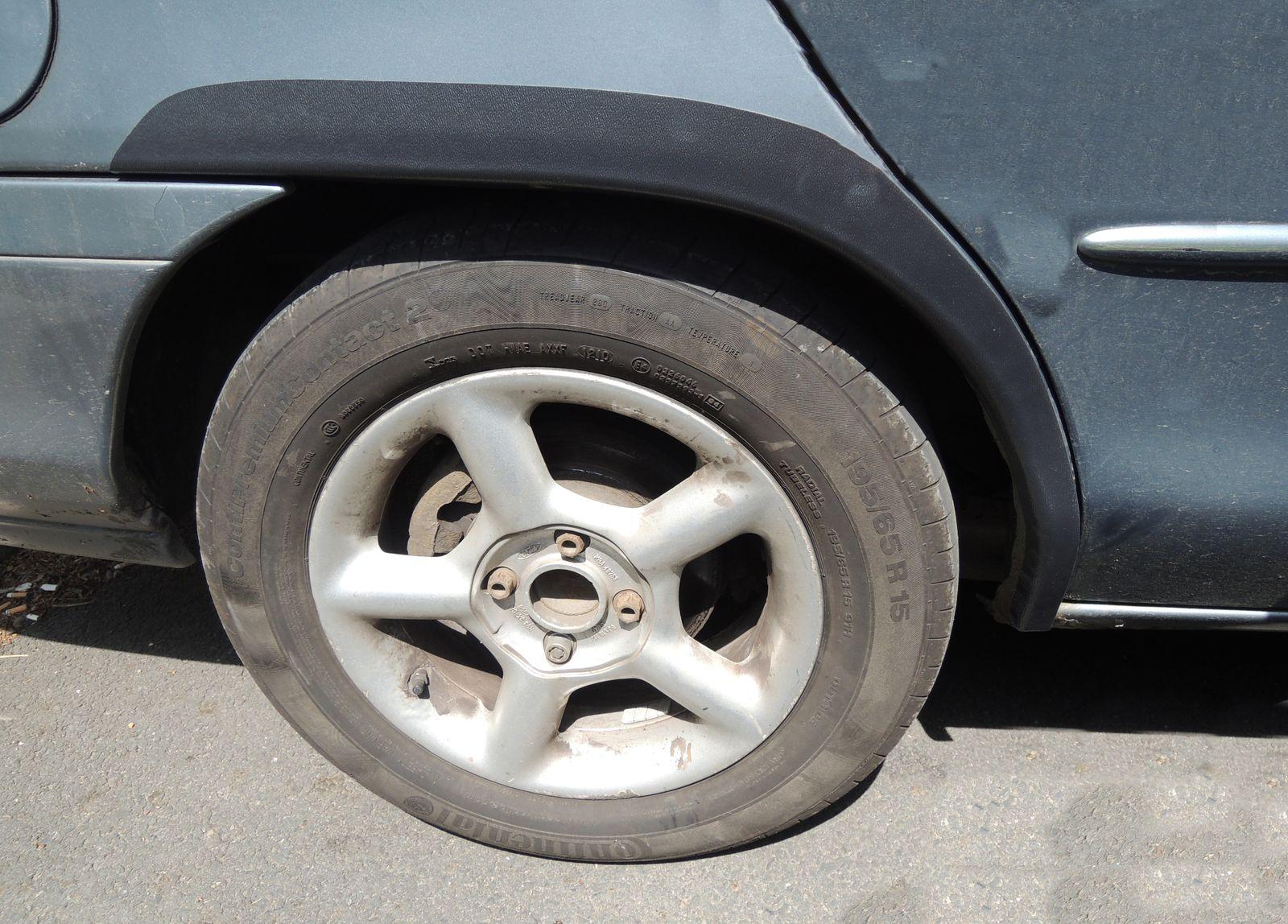 Plastové zadní lemy blatníku Ford Mondeo 1993-2000 combi
