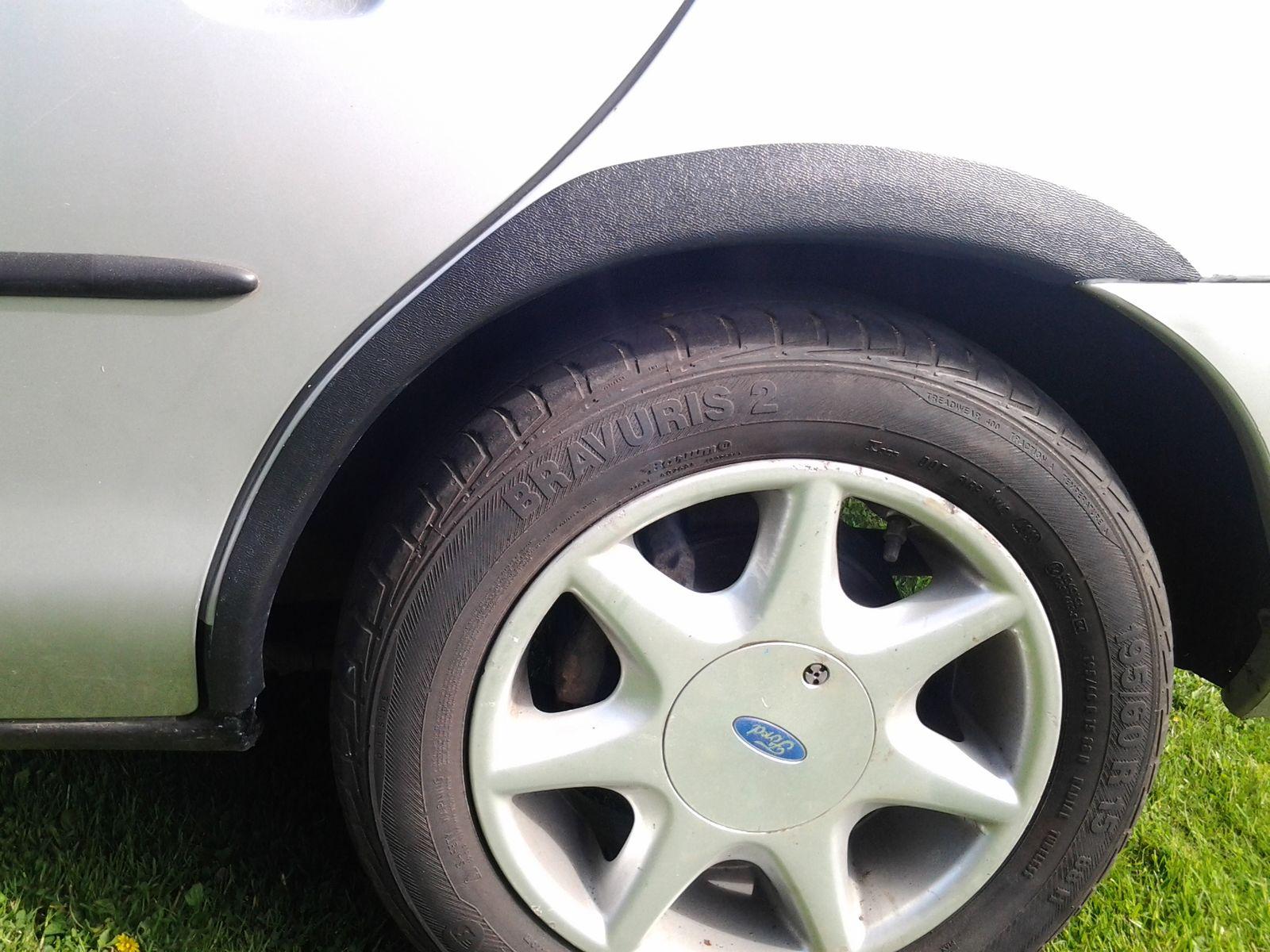 Plastové zadní lemy blatníku Ford Mondeo 1996-2000 hatchback, sedan